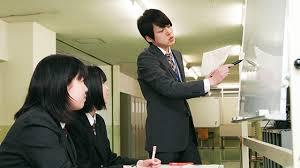 卒業生が後輩へ学習指導