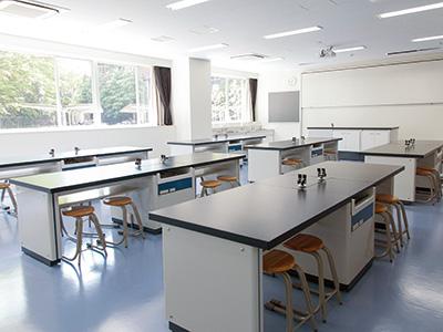 理科室2(生物・化学)