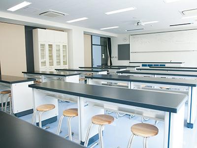 理科室1(物理・地学)